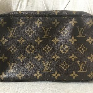 Louis Vuitton trousse Toilette 28